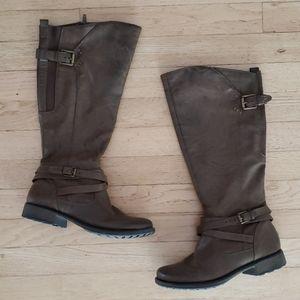 BareTraps / Brown boots / Size 7